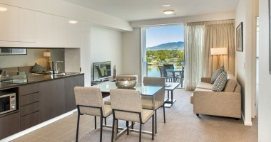 King Deluxe Apartment River View - Empire Rockhampton